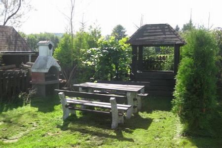 Chaty a chalupy - Chata v Polevsku v Lužických horách - venkovní posezení